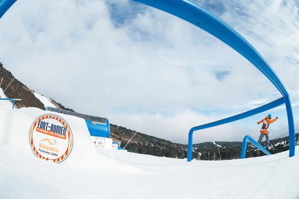 martin Mikyska en gap to frontside boardslide-photo de frédéric Egli