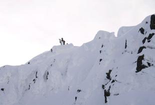 Matt immortalise la scène depuis la crête sommitale - ©Anthony Bonal